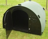 plastic pig shelter with floor door