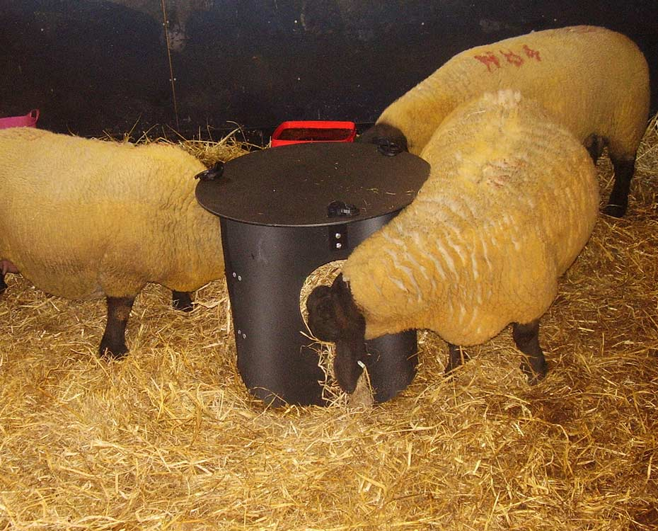 Solway Products Haysaver Recycled Plastic Horse Hay Feeder